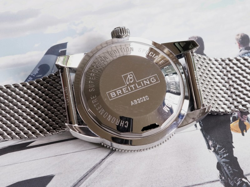 The steel mesh bracelet has presented the high level of watchmaking craftsmanship.