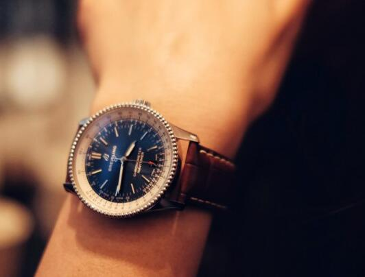 The 38 mm Navitimer offers the opportunity for women who are interested in Breitling.