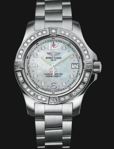 The diamonds paved on the bezel and hour markers add the feminine touch to the Breitling Colt.