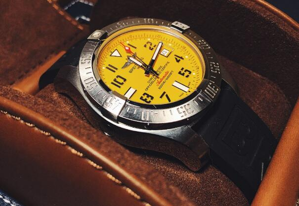 The timepiece is eye-catching and attractive by the yellow dial.
