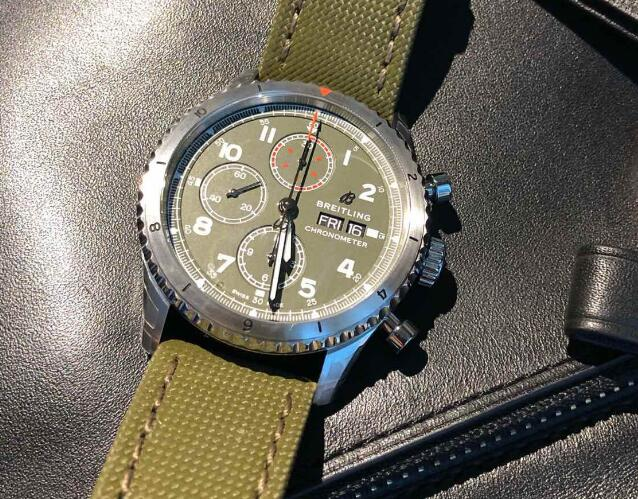 The military green toned timepiece is suitable for strong men.