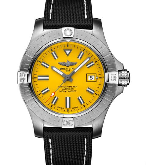 The yellow dial makes the timepiece more eye-catching.